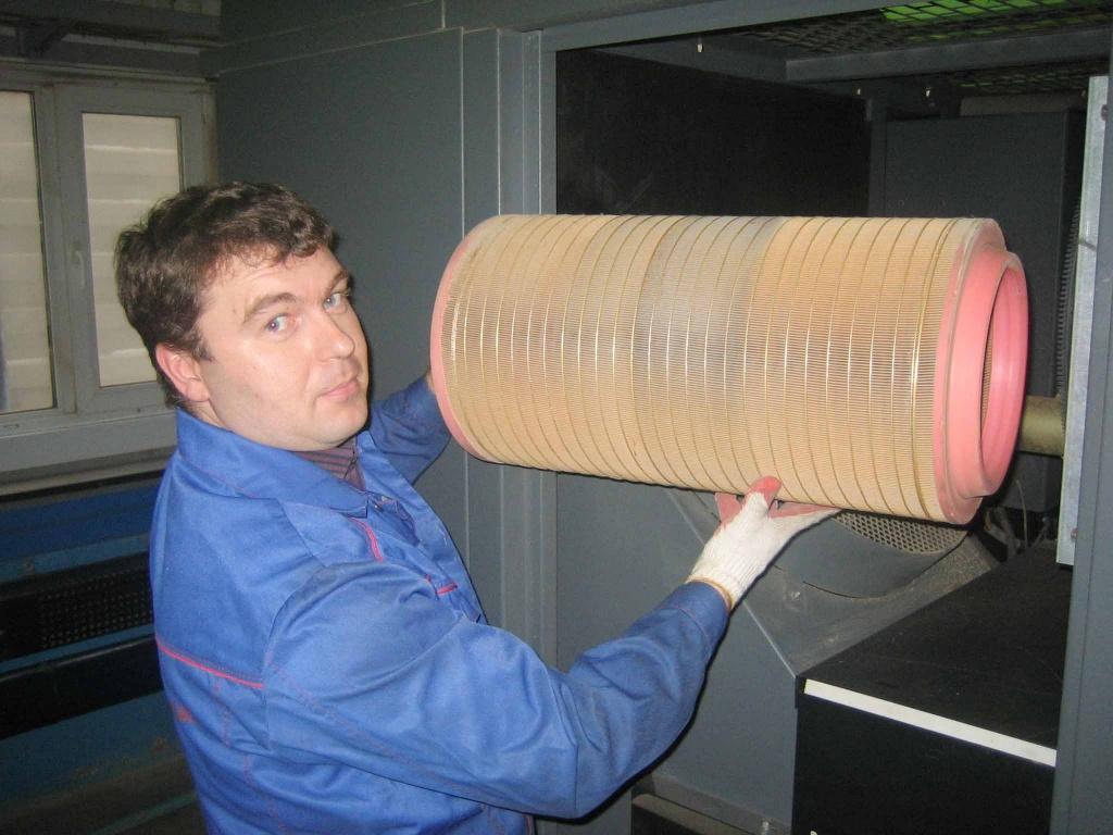 Сервисные инженеры КомпрессорСервис по ТО компрессоров